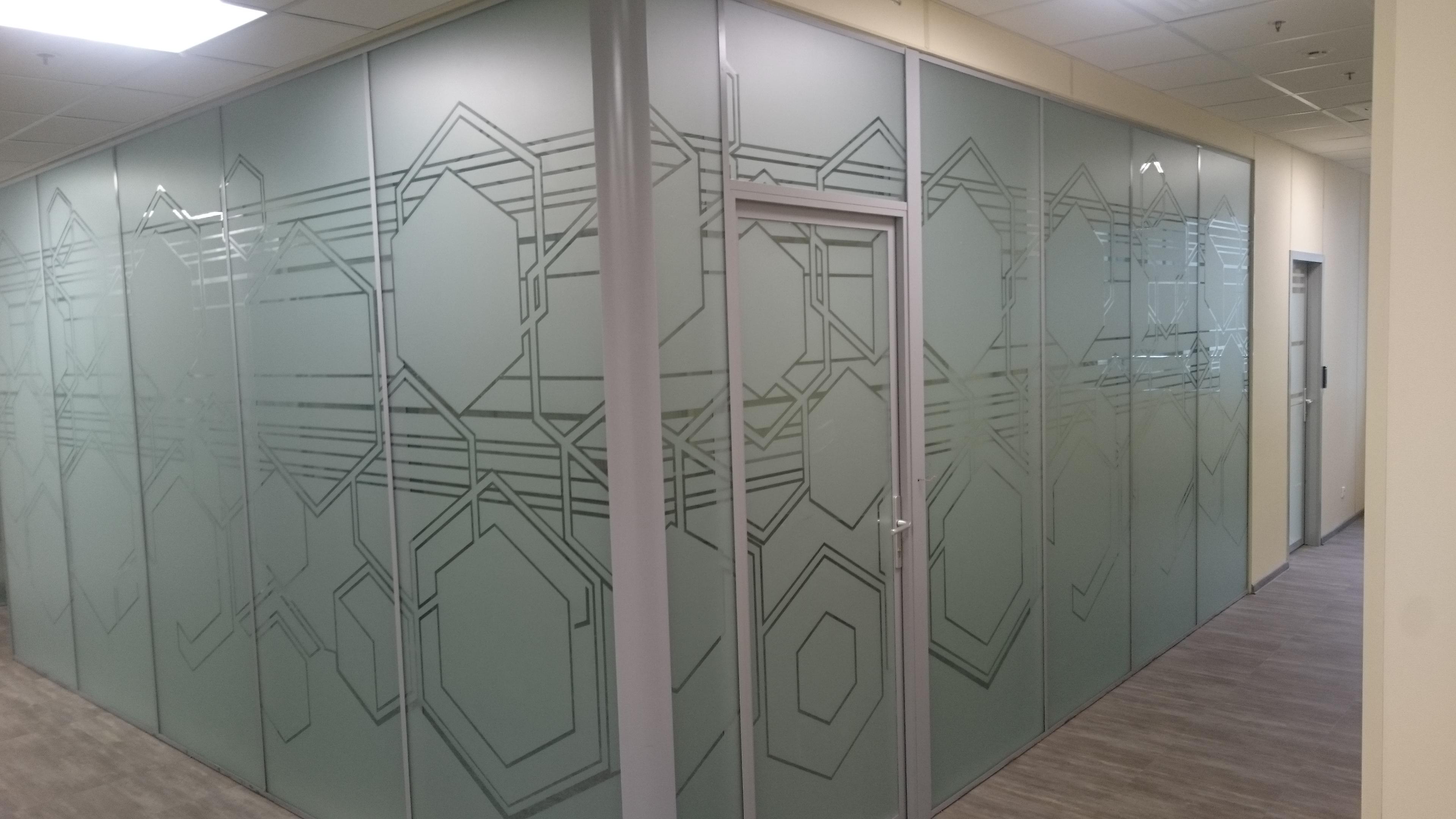 декоративное тонирование офиса цветной плёнкой