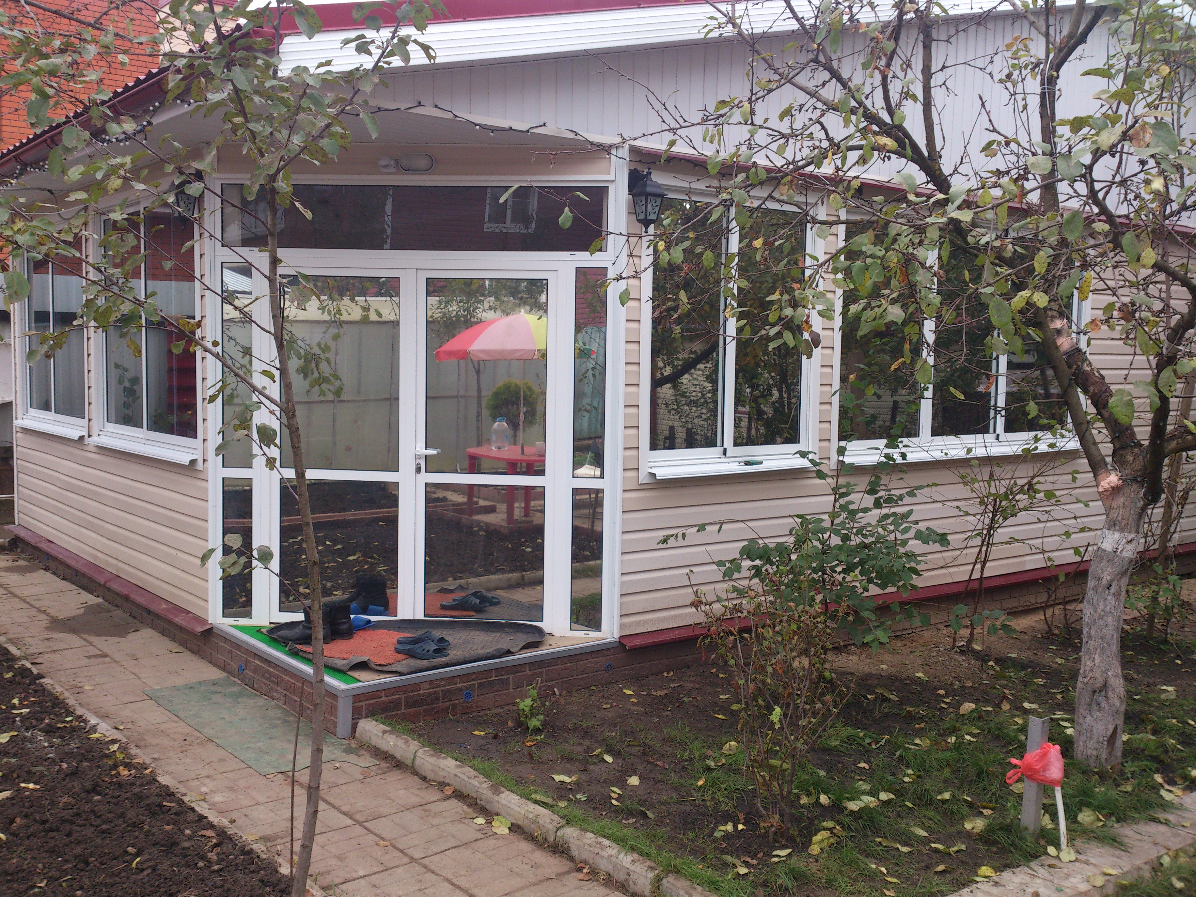 Тонирование окон загородного дома солнцезащитной плёнкой Silver 15