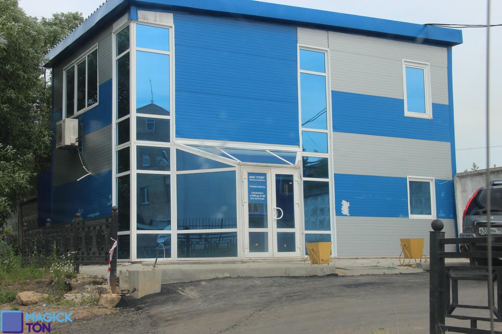 Тонировка фасада зеркальной пленкой R Blue 15 на ул. Лесная 25