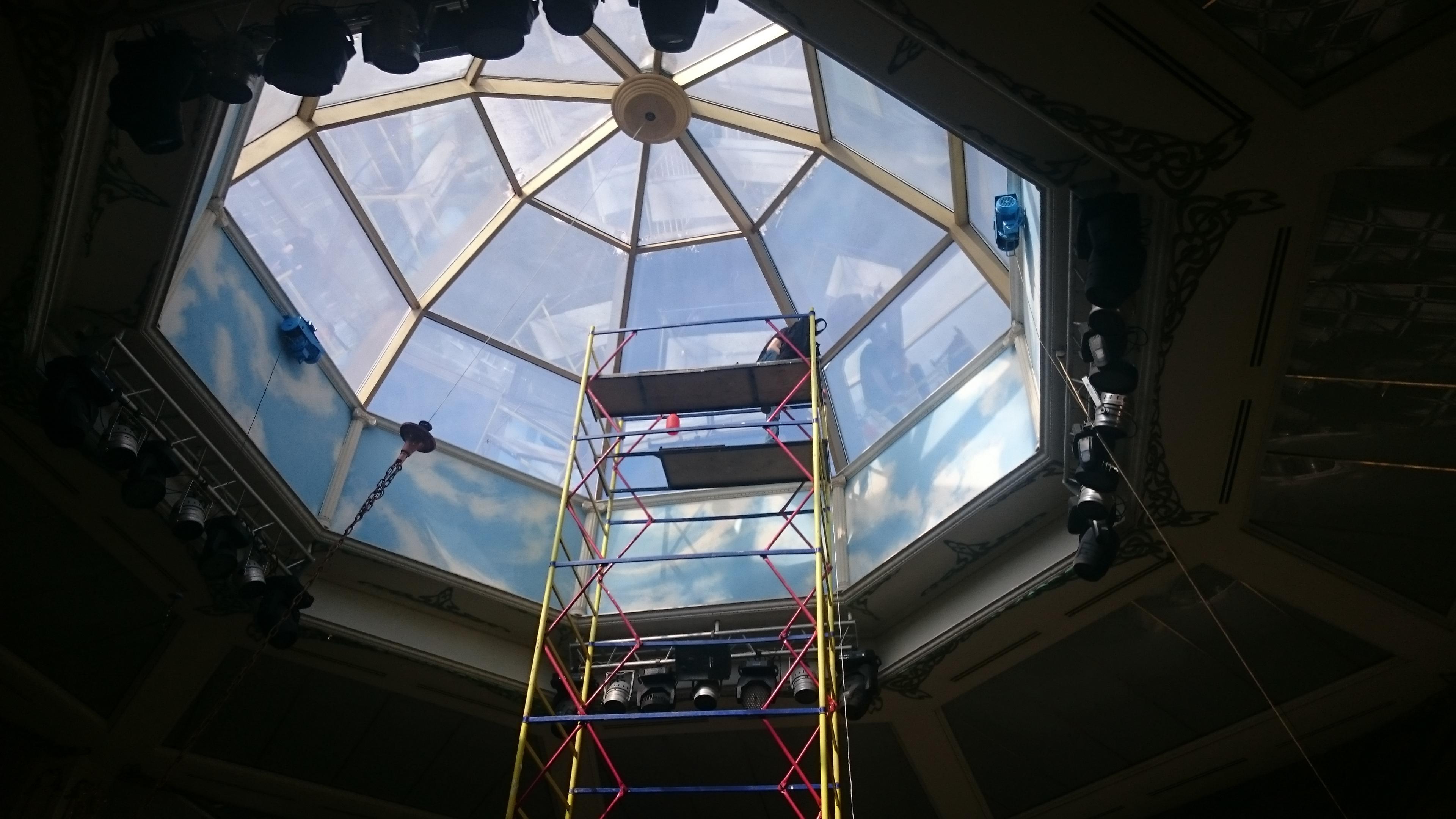 Установка солнцезащитных зеркальных плёнок на окна